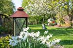 Saint Briac : Le charme des vieilles pierres,  magnifique longère de 1724 , 300m² habitables dont 130 de plain-pied , une pièce de vie de 75 m² ouverte sur le jardin, 8 chambres, 2 salles de bains 3 salles d'eau