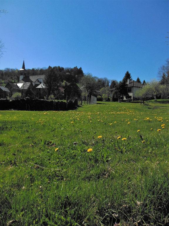 Terrain 888 m² ,au calme d'un charmant village .