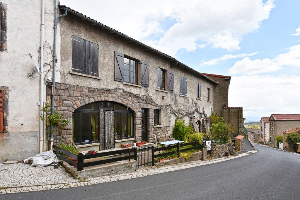 Grande maison au charme incontestable et exposition idéale pour cette maison!
