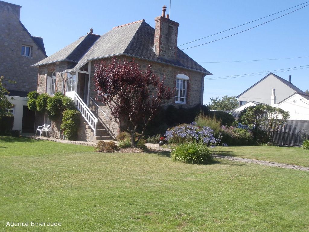Location saisonnière Maison avec jardin à  Dinard  2 à 4 personnes