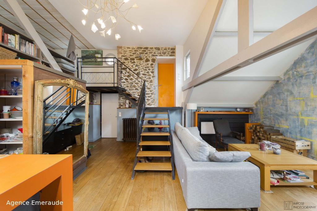 Appartement au dernier étage de type 3 avec mezzanine et aperçu mer