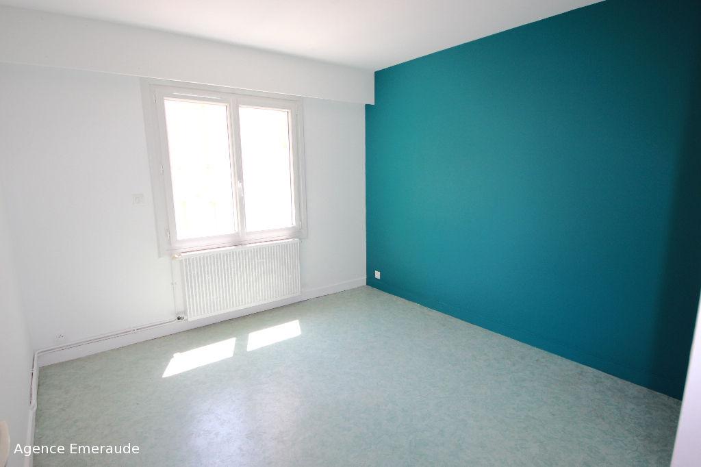 Appartement de type 3 pièce(s) à louer à l'année à DINARD Hyper centre