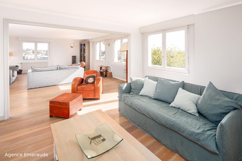 Appartement  4 pièce(s) 122.37 m2 vue sur mer dernier étage parking