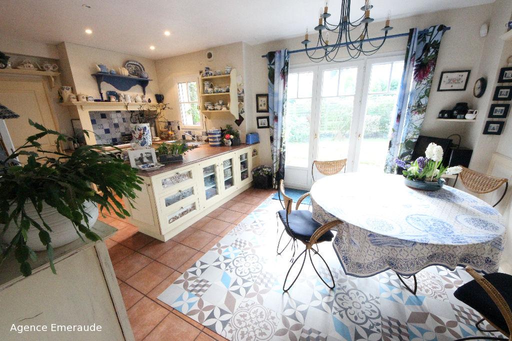 Jolie maison en location saisonnière pour 8 personnes avec jardin et terrasse