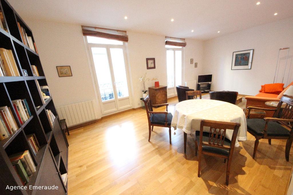Location saisonnière appartement 4 à 6 personnes en plein centre de DINARD