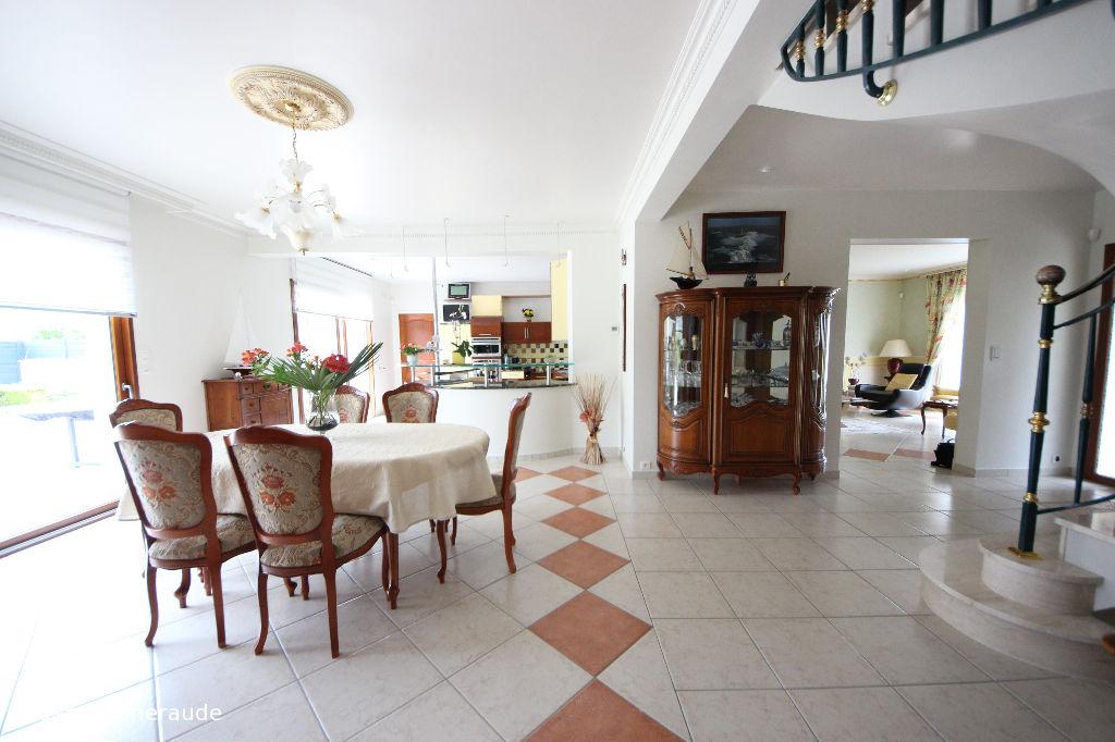 Maison Saint Lunaire 6 pièce(s) 234 m2 une suite au rez-de-chaussée