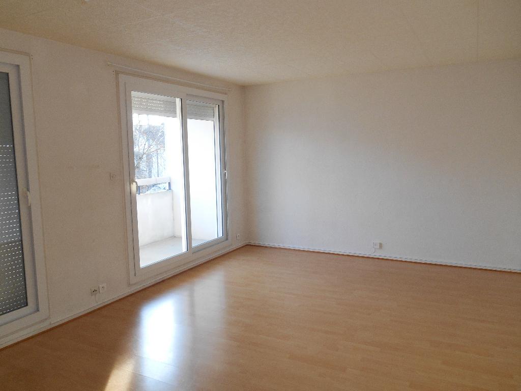 Appartement de Type 4 balcon proche gare Bourg en Bresse