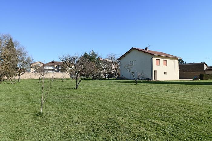 Maison Saint-denis-les-bourg  sur un terrain de 4311m² constructible