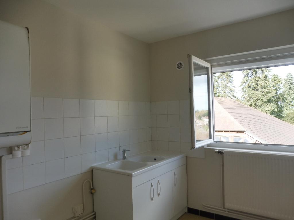 A louer 19-21 Rue Jérome Lalande -CEYZERIAT  un  appartement type 3 70 m2