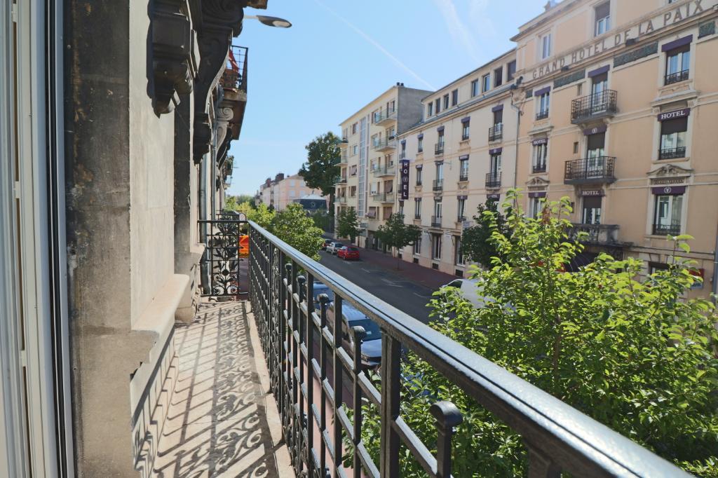 Appartement Bourg En Bresse 6 pièce(s) 160.16 m2