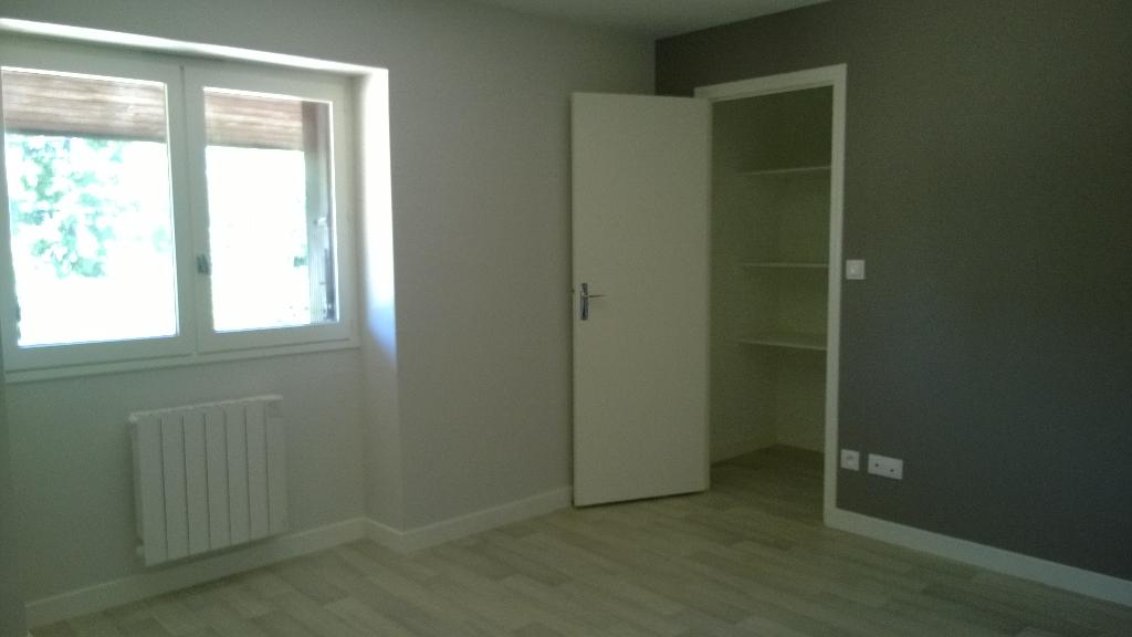 A louer face Hopital Fleyriat  joli appartement 1 pièce(s)