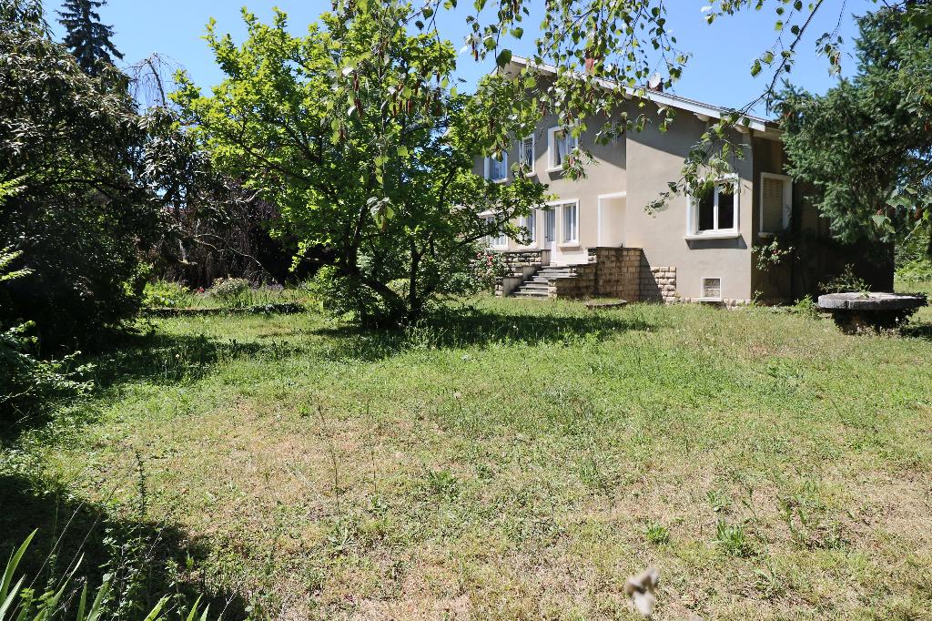 Maison BOURG EN BRESSE 210 m² habitable terrain 1400 m ² , 6 chambres, proche de la ville