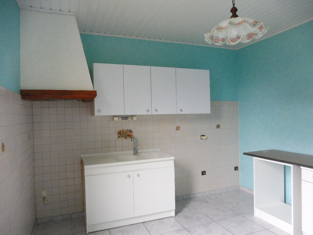 A louer proche toutes commodités appartement dans maison avec jardin