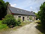 Région Rostrenen - Maison traditionnelle avec longère (gîtes) et dépendances sur 2200 m² de terrain