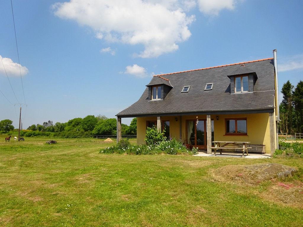 Région Maël-Carhaix - Maison traditionnelle 2 chambres sur 2,6 hectares de terrain