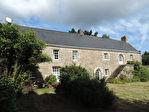 Région Rostrenen - Longère du XVIIIe siècle 5 chambres avec dépendances sur 9125 m² de terrain