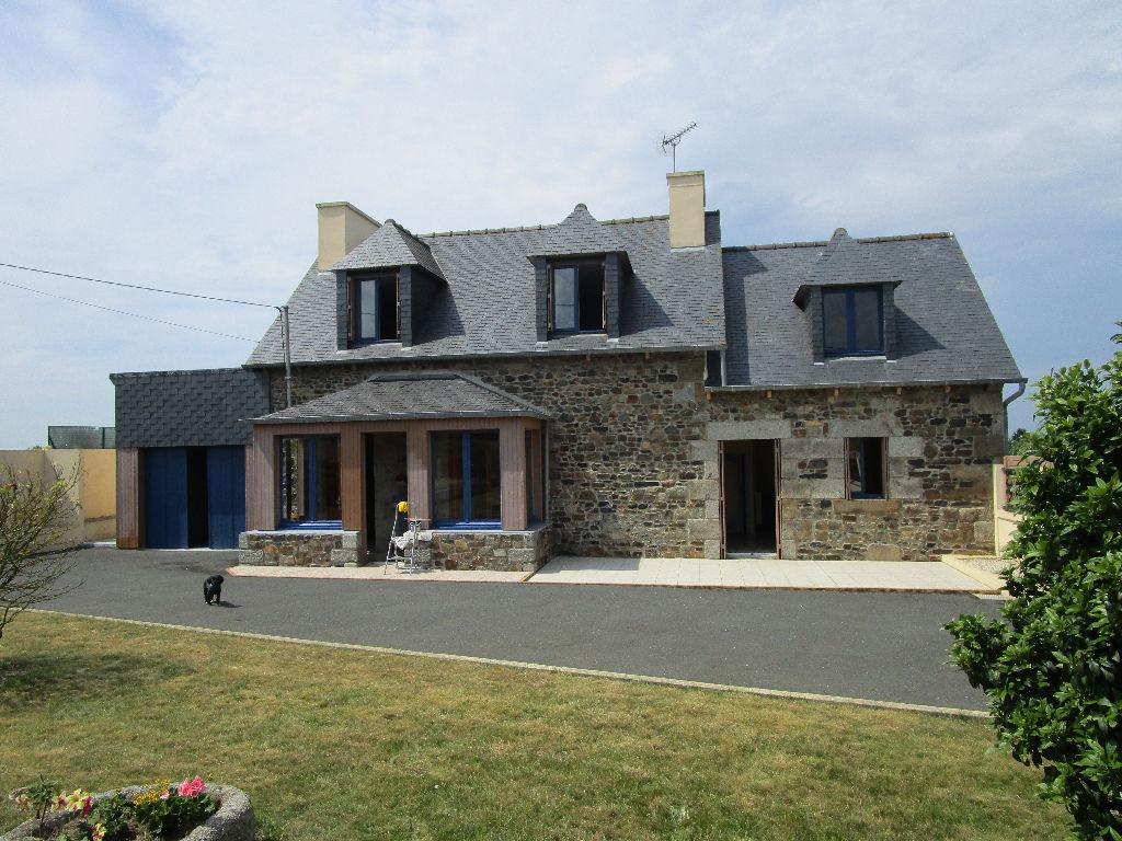 Pordic Tréméloir, belle maison en pierre à vendre, nombreuses dépendances