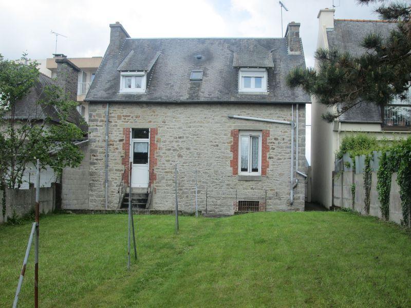 St Brieuc, proche centre, immeuble à vendre, 4 logements, 7 % de rentabilité