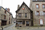 "Period house in historic Dinan, close to the remparts & ""le jardin anglais"" park"