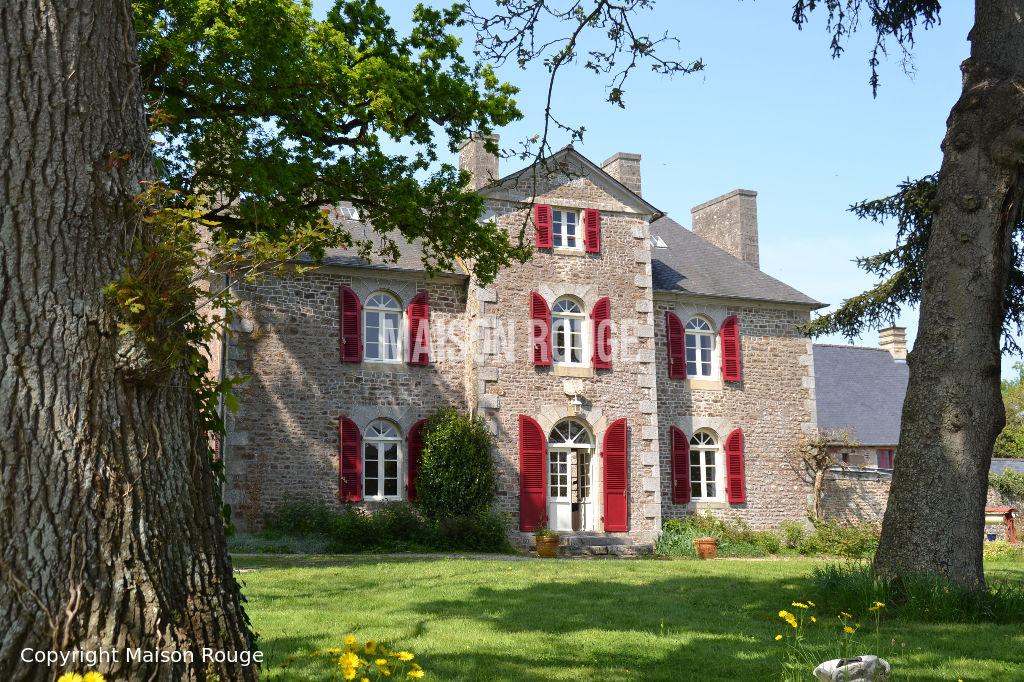 Elégante propriété  19ème avec son coprs de bâtiments sur 1 hectare