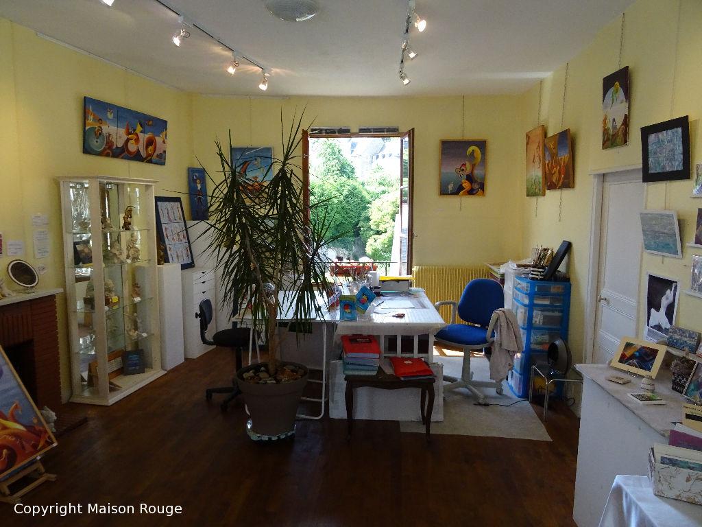 Maison de famille ou d'artiste au pied des remparts