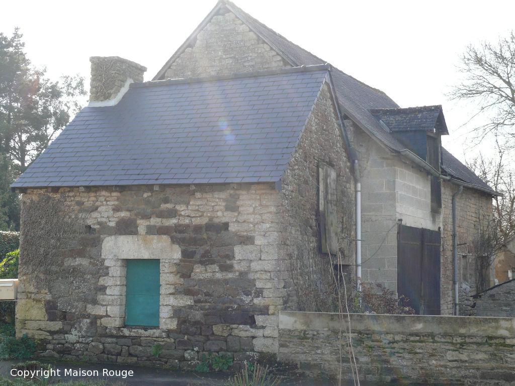 Evran : au coeur du bourg maison à rénover avec dépendance et jardin