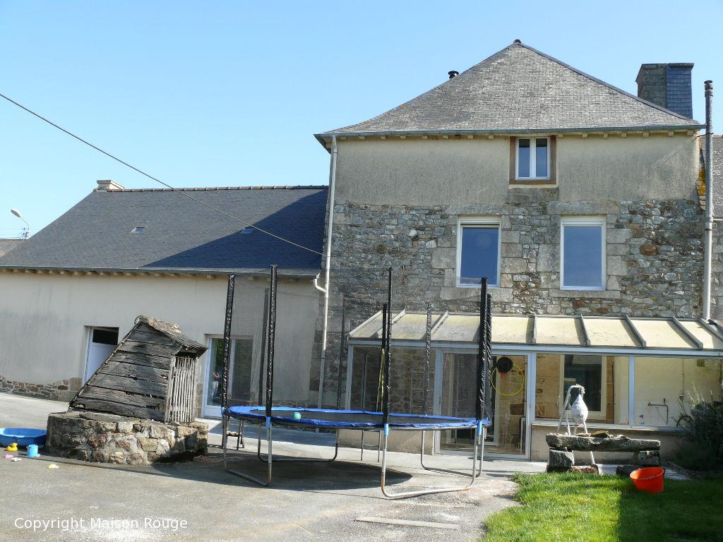 A 5mn de Caulnes : agréable maison de bourg avec jardin