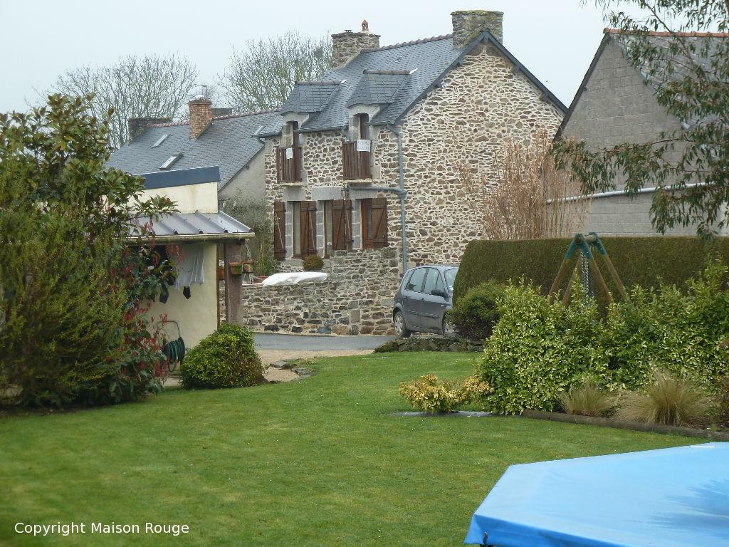 Entre PLOUBALAY et TRIGAVOU jolie maison en pierres rénovée