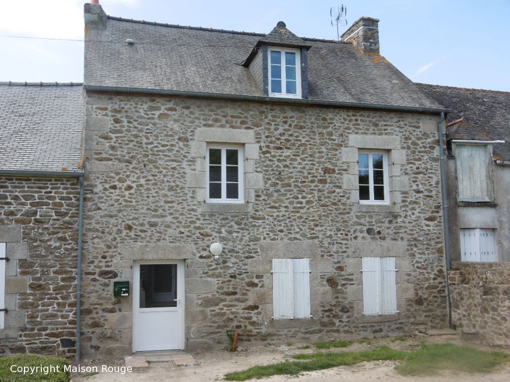 PLOUBALAY ensemble de 2 maisons rénovées en pierre