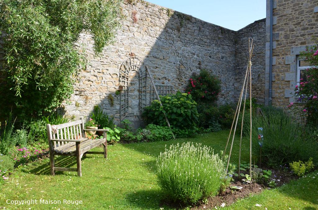 Majestueuse maison bourgeoise XXème avec jardin située en centre ville
