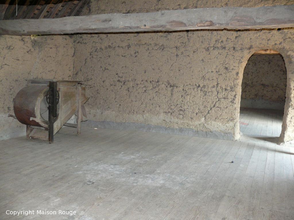 A 2mn de l'axe Rennes / Saint Malo : ancien corps de ferme à rénover