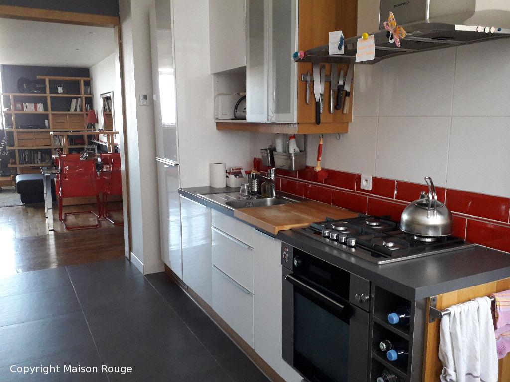 Grand appartement T3 dans résidence rénovée