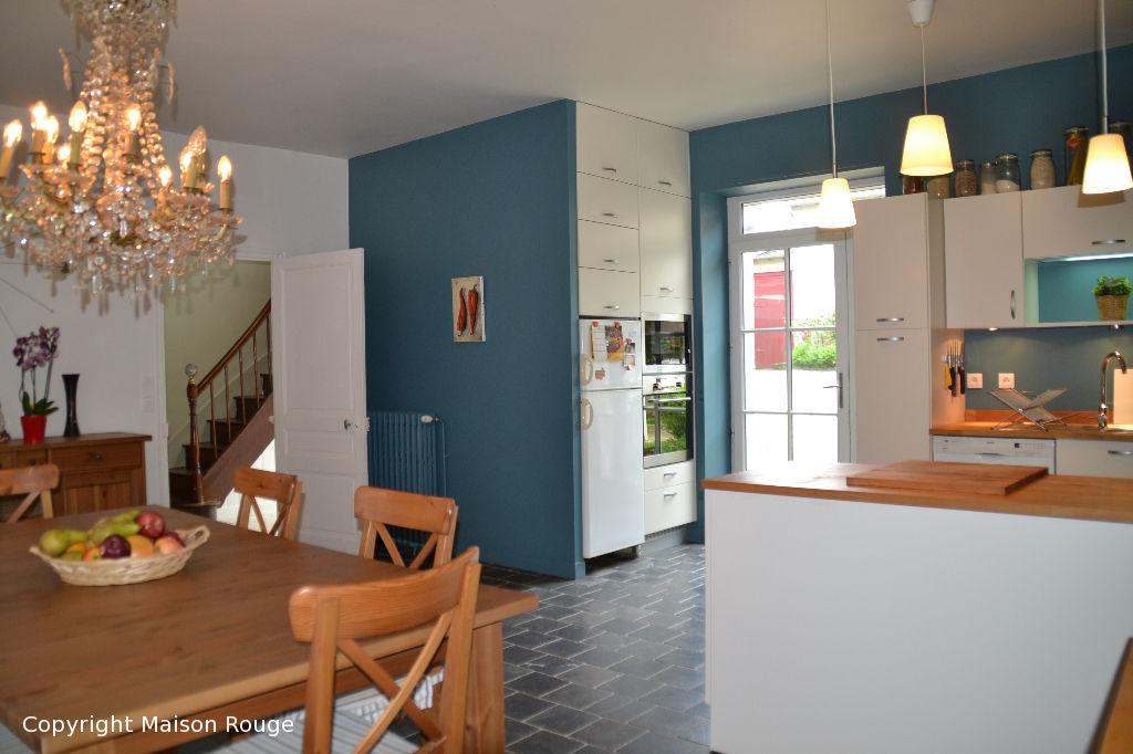 20 min Sud de DINAN : Maison bourgeoise rénovée en centre bourg