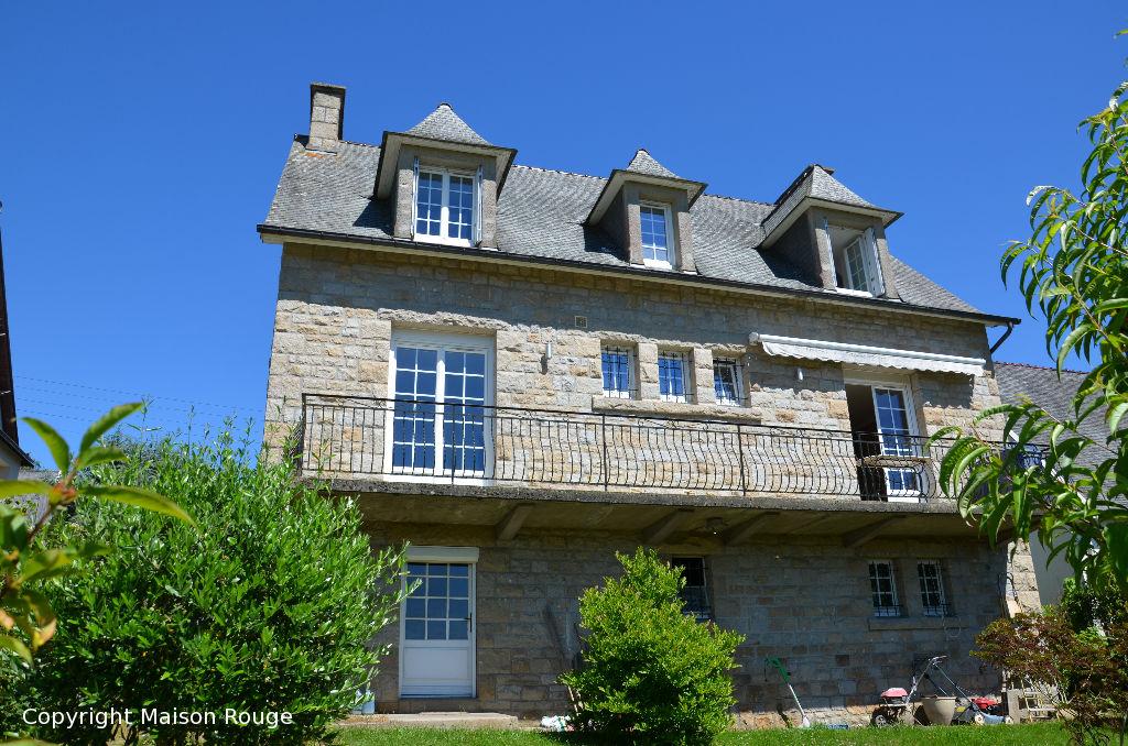 Belle maison en pierres granit dans un quartier très prisé.