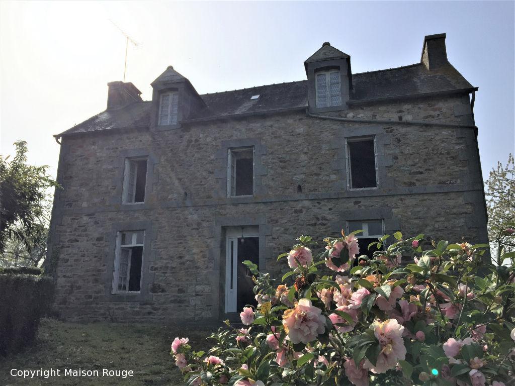 À vendre au Mené : grande maison avec 4 chambres