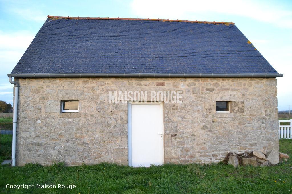 Ensemble de deux maisons en campagne
