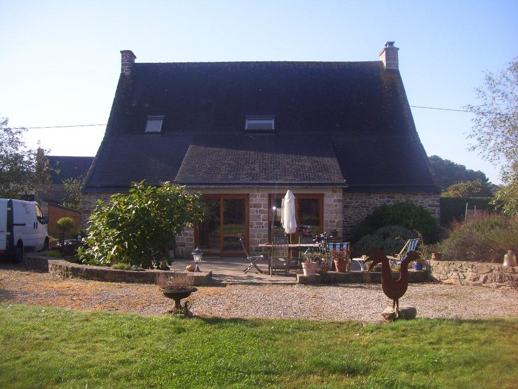RIA d'ETEL - Locoal-Mendon - Maison en pierres aux beaux volumes - 3 chambres avec jardin