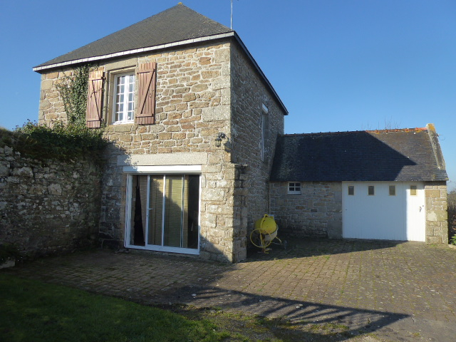 Morbihan Sud 56410 Maison pierre 2 chambres  avec terrain environ 1280m² garage et cave