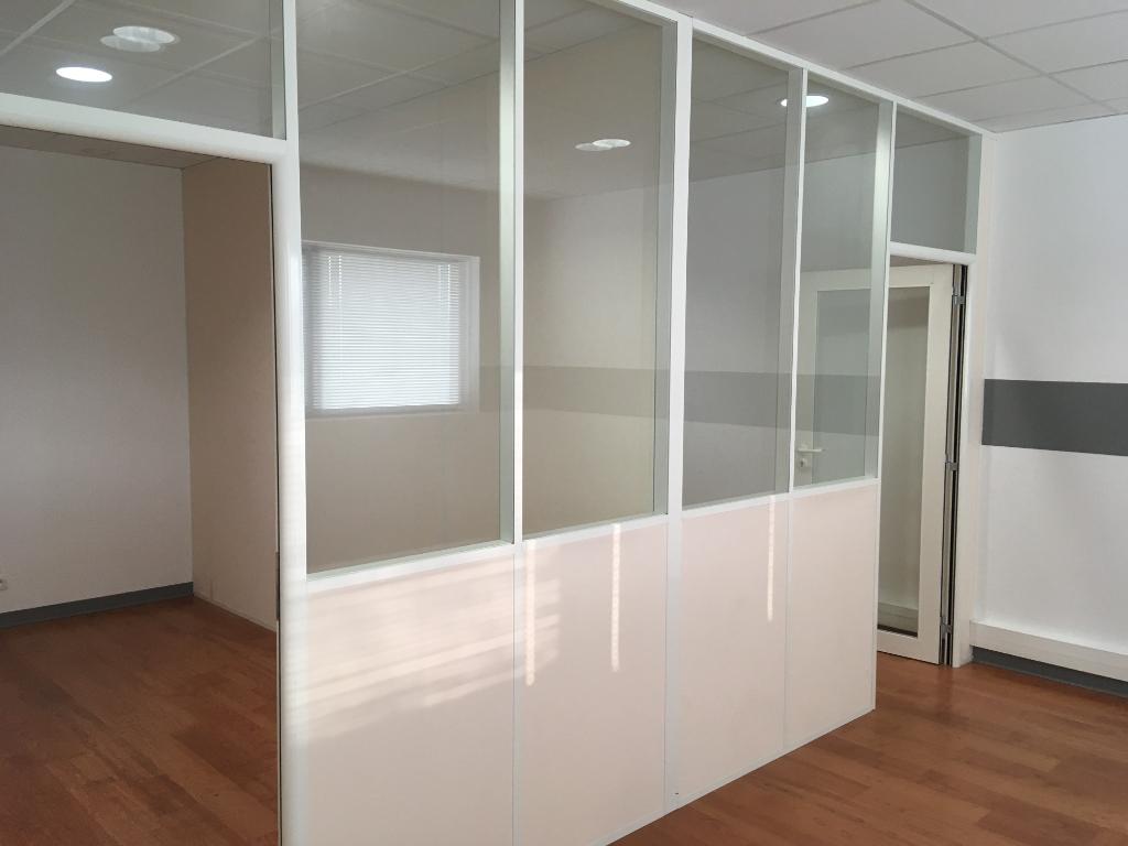 A LOUER un Bureau de 67 m² avec parkings  Quimper sud Prat Maria