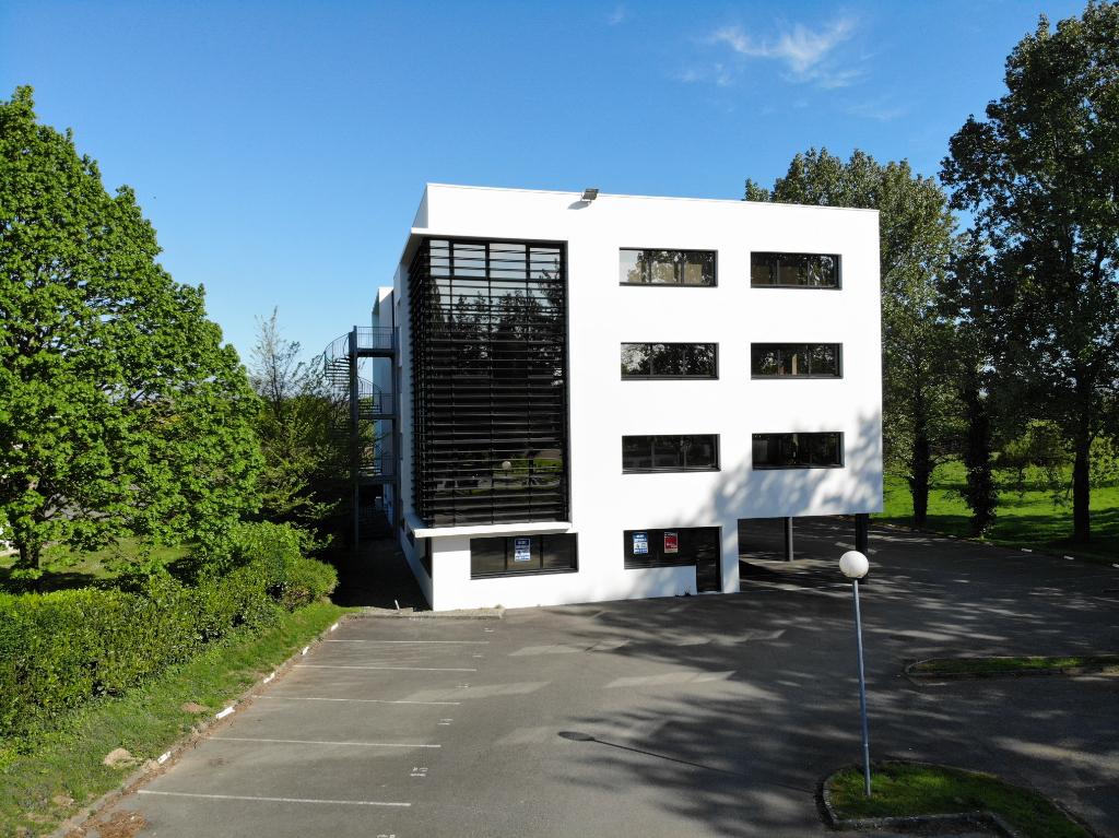 Plateau de bureaux 431 m2 avec bail en cours Brest