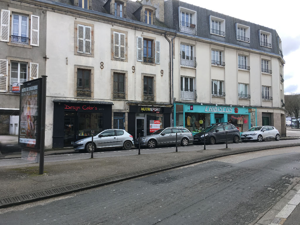 A vendre local commercial avec locataire en place loyer 12 000 € annuel situé au centre ville de Quimper 29 000