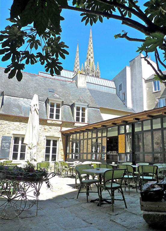 A vendre murs et fonds de commerce de restauration cadre historique exceptionnel centre ville de Quimper.