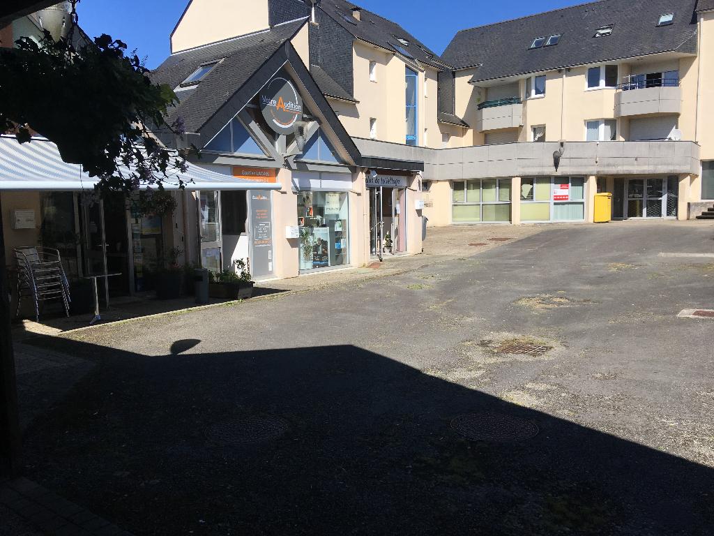 A LOUER Local d'activité de 299 m² au coeur d'un centre d 'activité dynamique et attractif  Ergué Gabéric 29500