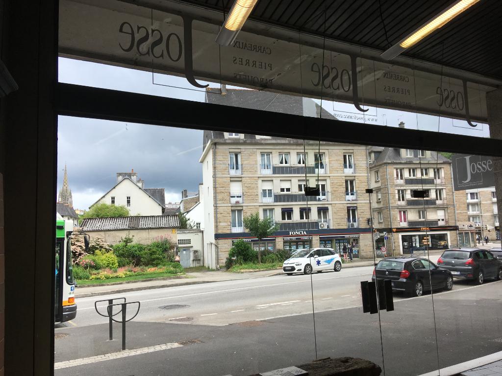 A VENDRE  sur 210 m² une surface commerciale de 150 m² et 60 m² en sous sol à Quimper 29 000