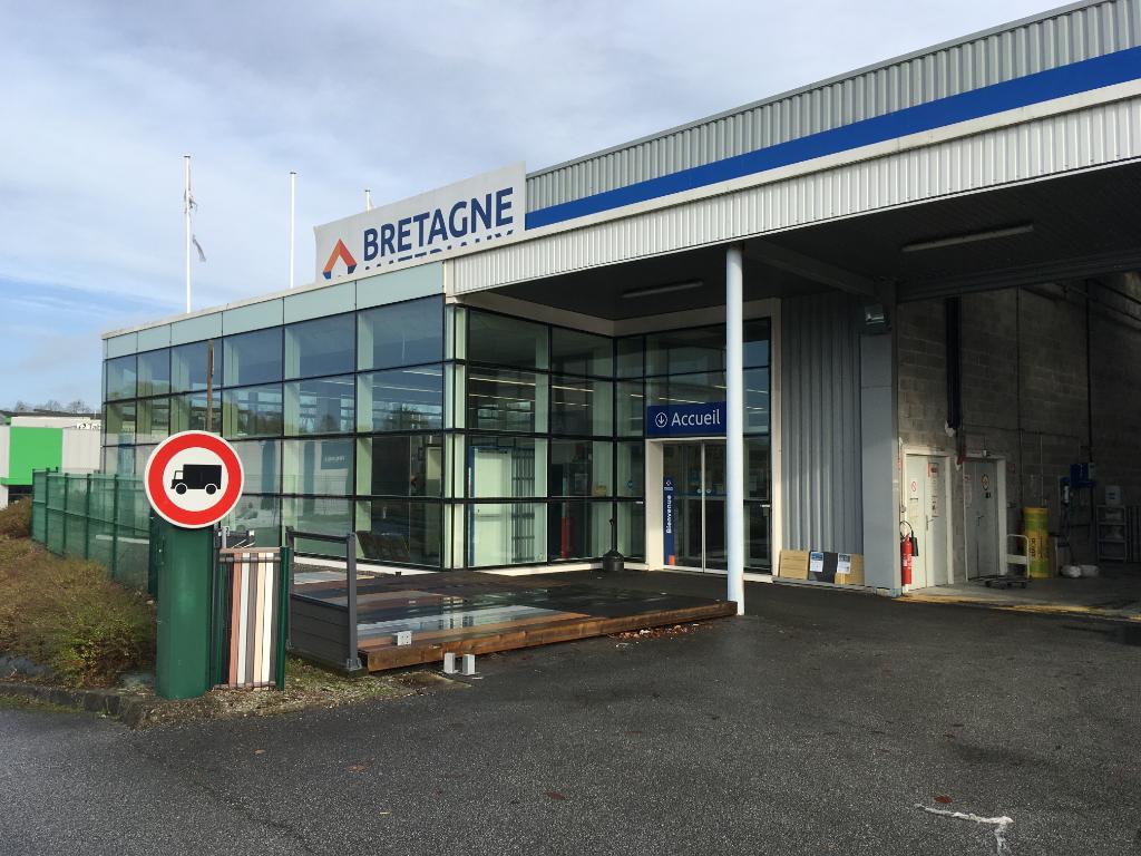 A LOUER local d'activité 2380 m² ZI du Grand Guelen 29000 Quimper.