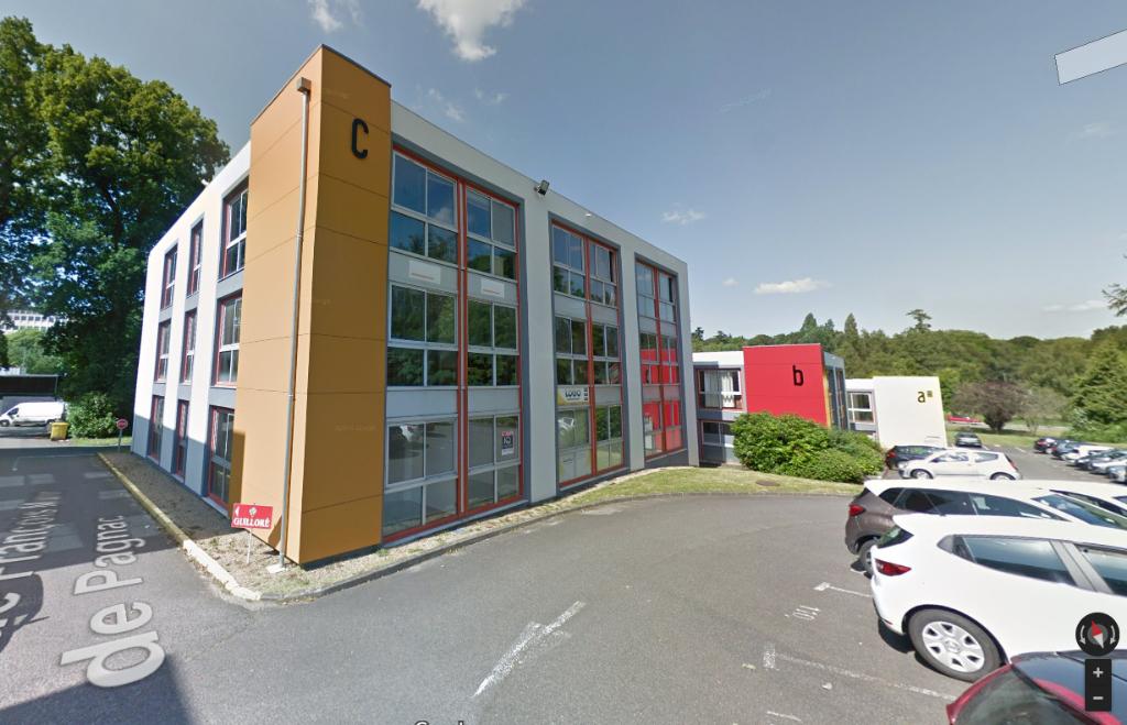 A VENDRE  bureaux très lumineux d'une surface de 104 m² situé au coeur du centre d'affaires de Créac'h Gwen 29000 QUIMPER