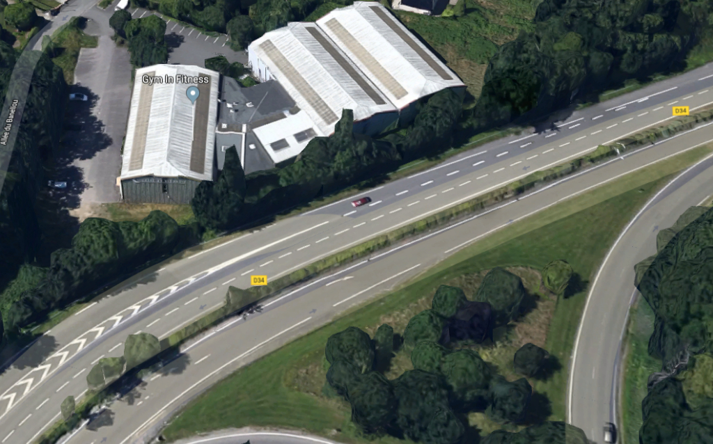 A LOUER Local d'activité de 1010 M² situé proche axe à 2 voies offrant une très bonne visibilité 29 000 Quimper