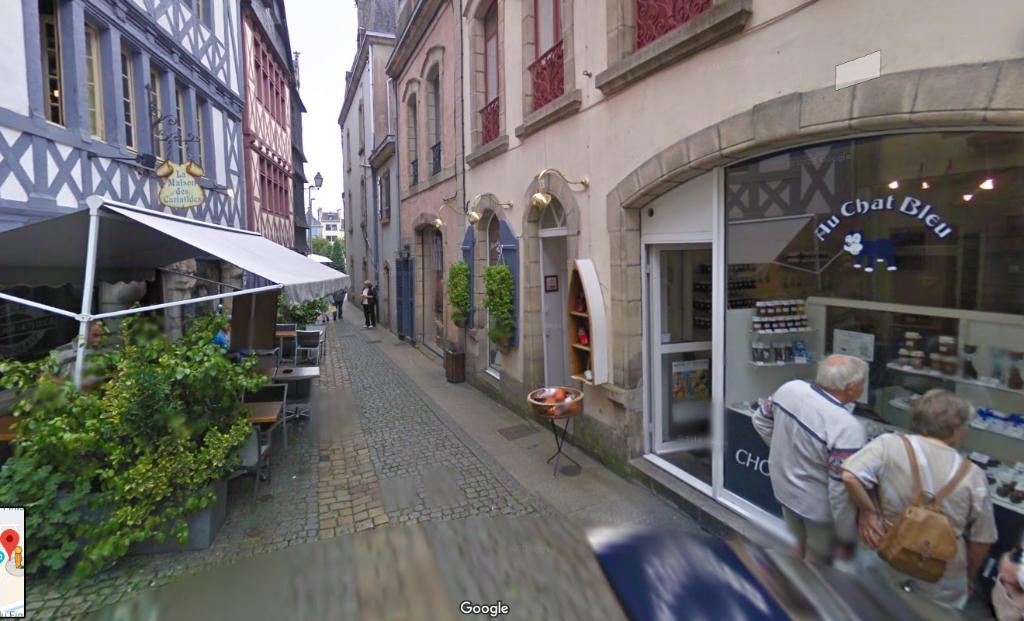 A VENDRE au coeur du centre ville historique de Quimper un immeuble de 4 niveaux avec RDC commercial