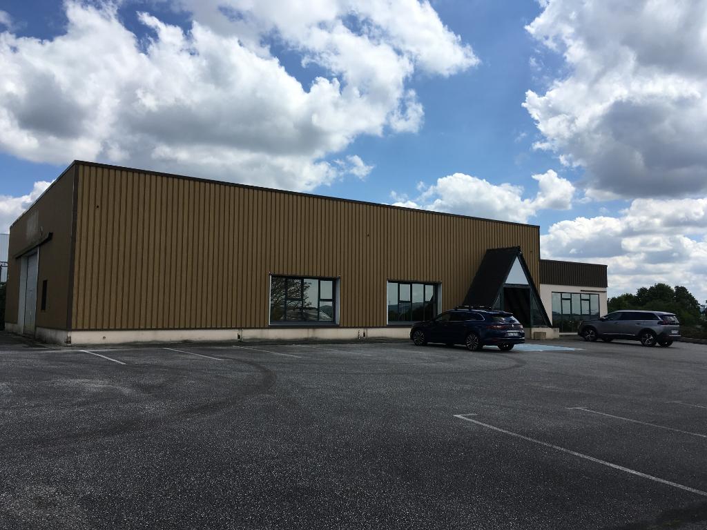 Local d'activité Pleyben 574 m2  locataire en place