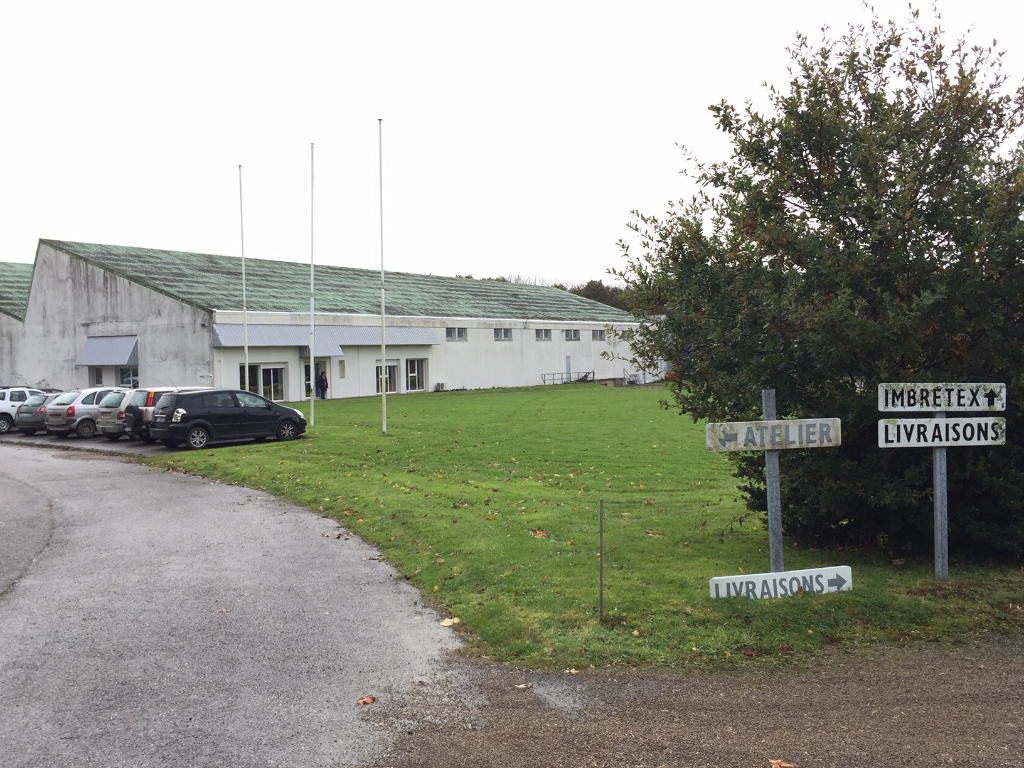 À VENDRE Local d'activité 9100 m²  proche de la rocade Nord de Quimper, par la sortie vers Guengat.